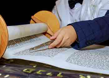 עלייה לתורה בבית הכנסת בבר מצווה